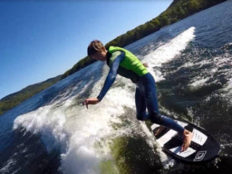wakeboarding-and-wakesuring-on-lake-windermere-fun-days-out-tourist-watersports-private-boat-hire-paddleboarding-2